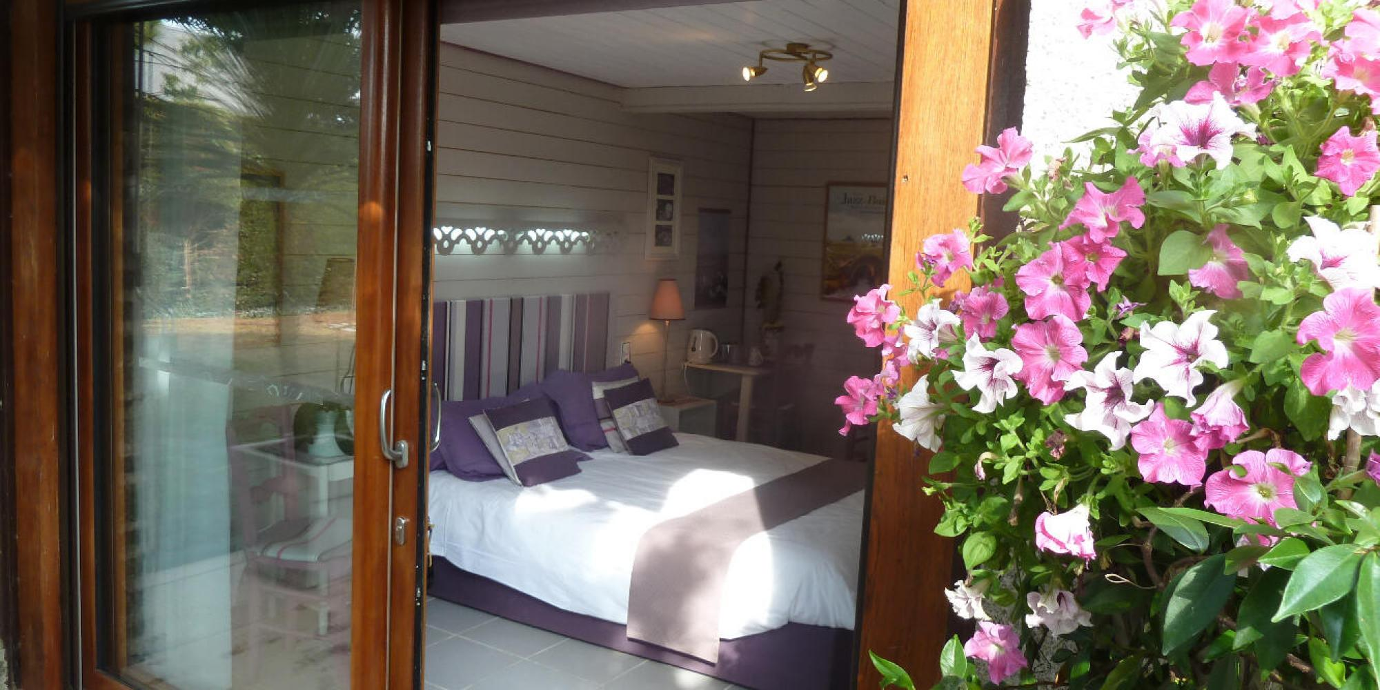 location de vacances chambre d 39 hote les bruy res du mont normandie. Black Bedroom Furniture Sets. Home Design Ideas